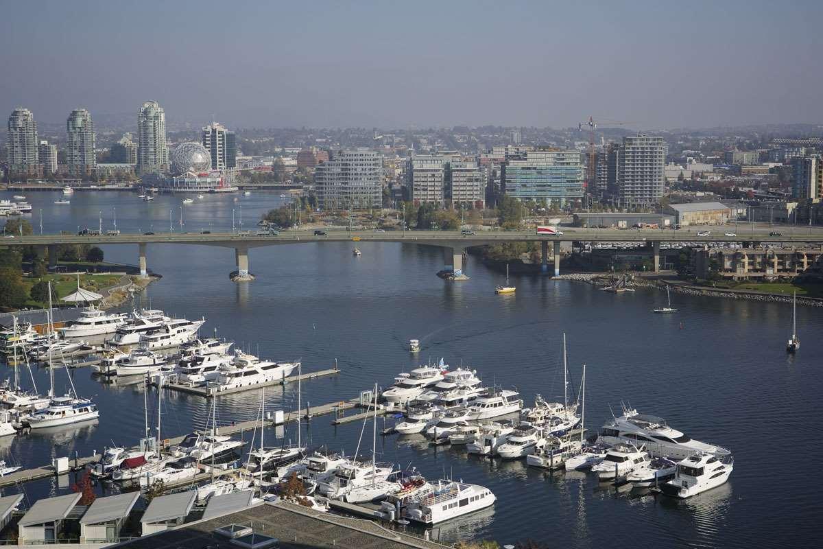 Condo Apartment at 2302 1383 MARINASIDE CRESCENT, Unit 2302, Vancouver West, British Columbia. Image 5