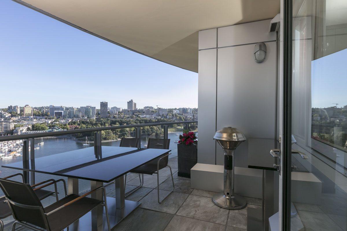 Condo Apartment at 2302 1383 MARINASIDE CRESCENT, Unit 2302, Vancouver West, British Columbia. Image 8
