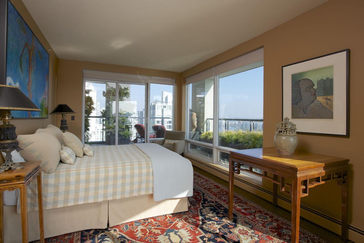 Condo Apartment at 2302 1383 MARINASIDE CRESCENT, Unit 2302, Vancouver West, British Columbia. Image 12