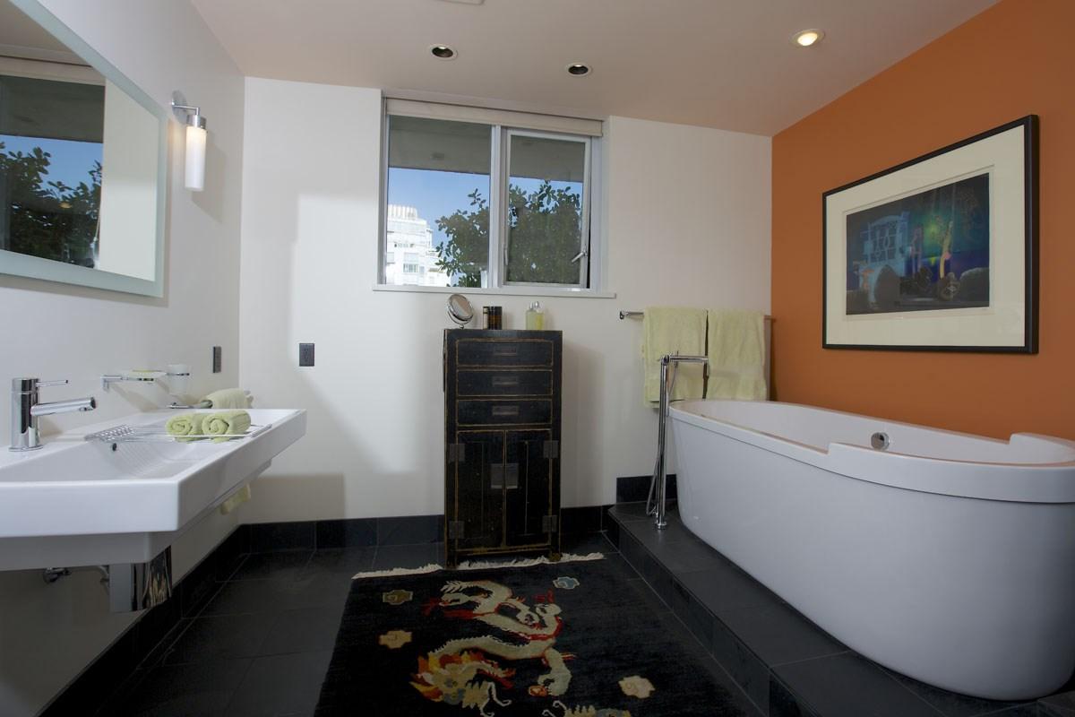 Condo Apartment at 2302 1383 MARINASIDE CRESCENT, Unit 2302, Vancouver West, British Columbia. Image 13