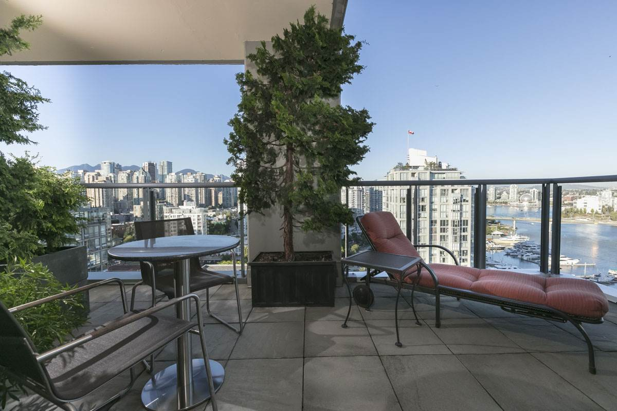Condo Apartment at 2302 1383 MARINASIDE CRESCENT, Unit 2302, Vancouver West, British Columbia. Image 14