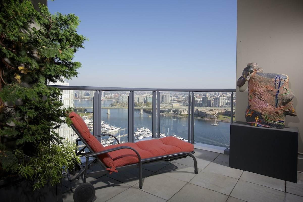 Condo Apartment at 2302 1383 MARINASIDE CRESCENT, Unit 2302, Vancouver West, British Columbia. Image 17
