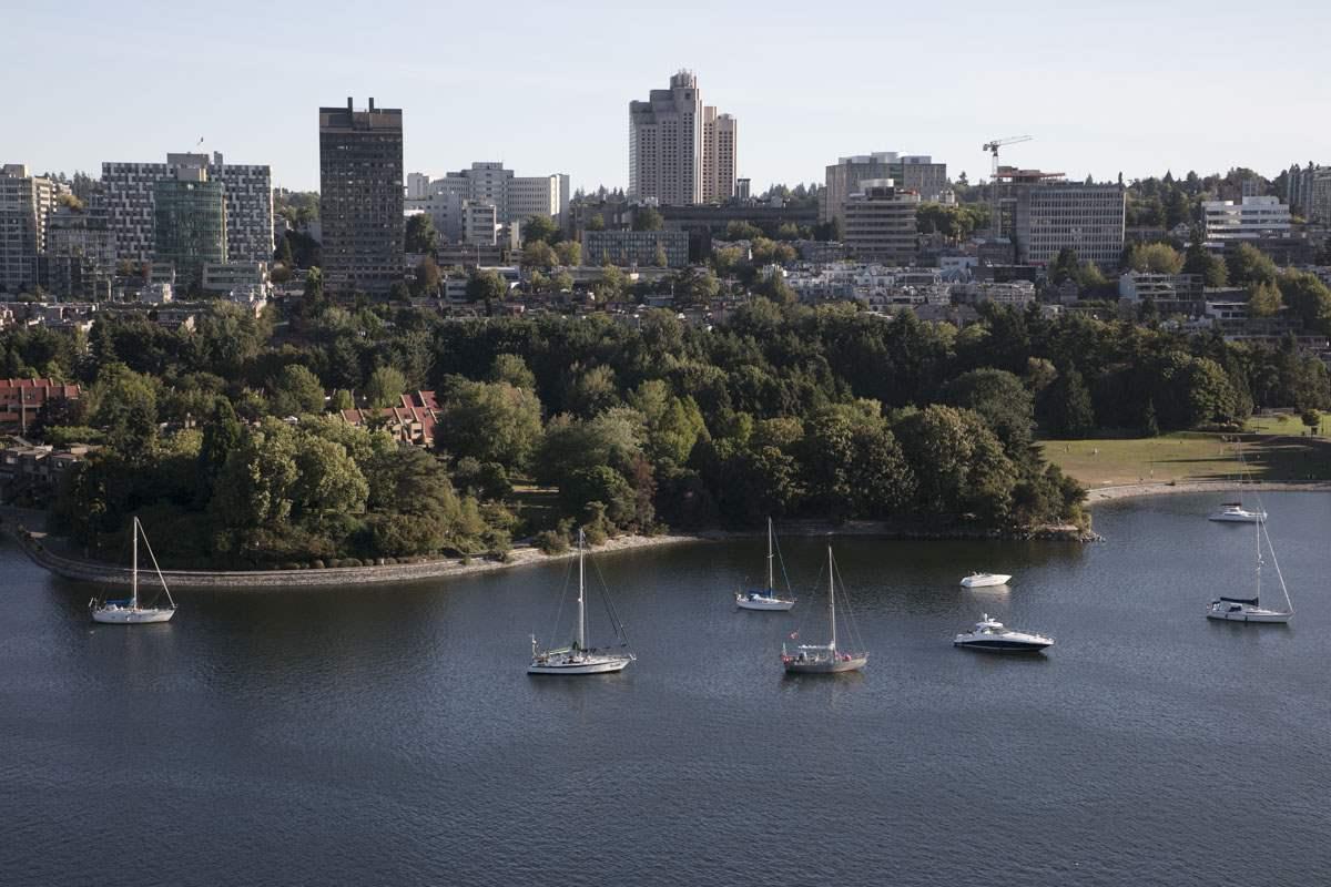 Condo Apartment at 2302 1383 MARINASIDE CRESCENT, Unit 2302, Vancouver West, British Columbia. Image 18