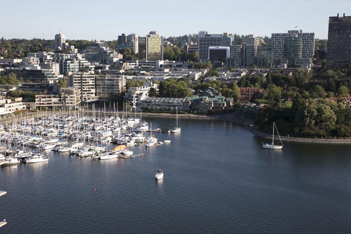 Condo Apartment at 2302 1383 MARINASIDE CRESCENT, Unit 2302, Vancouver West, British Columbia. Image 19