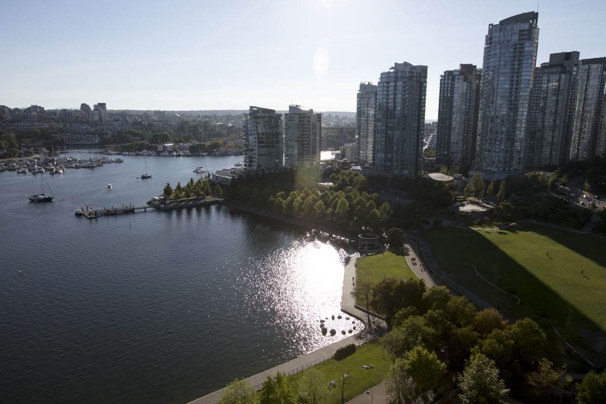 Condo Apartment at 2302 1383 MARINASIDE CRESCENT, Unit 2302, Vancouver West, British Columbia. Image 20