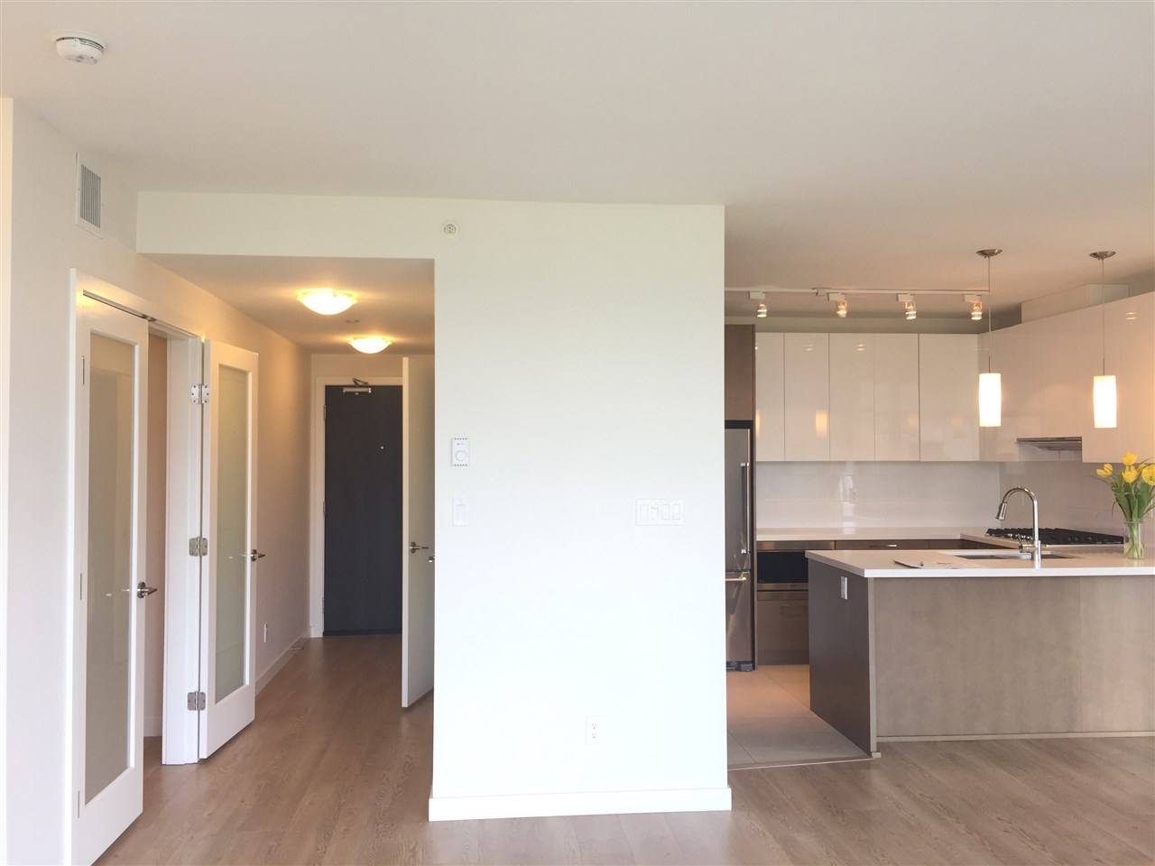 Condo Apartment at 3207 3080 LINCOLN AVENUE, Unit 3207, Coquitlam, British Columbia. Image 3