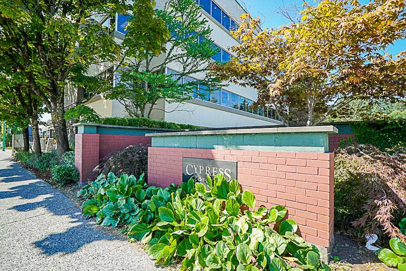 Townhouse at 825 WESTVIEW CRESCENT, North Vancouver, British Columbia. Image 1
