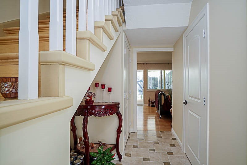Townhouse at 825 WESTVIEW CRESCENT, North Vancouver, British Columbia. Image 2