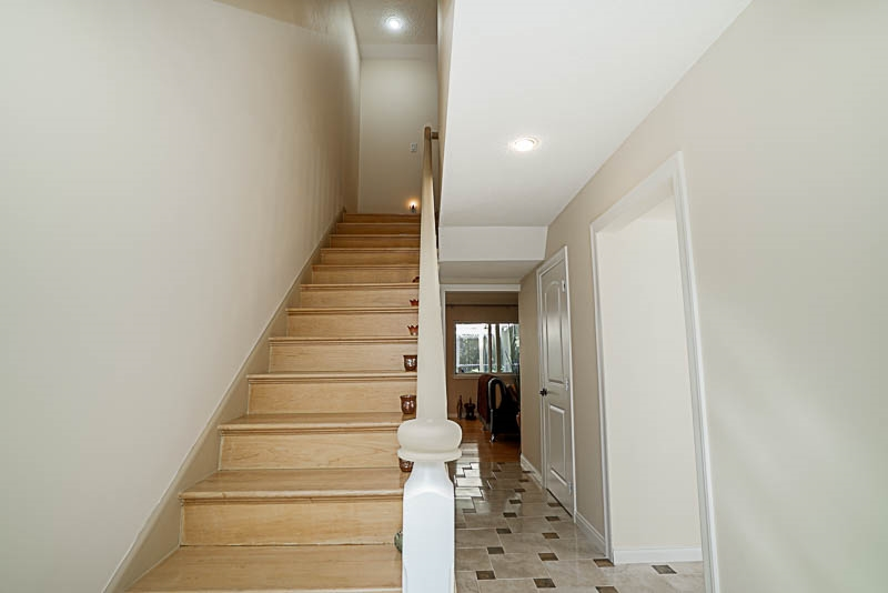 Townhouse at 825 WESTVIEW CRESCENT, North Vancouver, British Columbia. Image 3