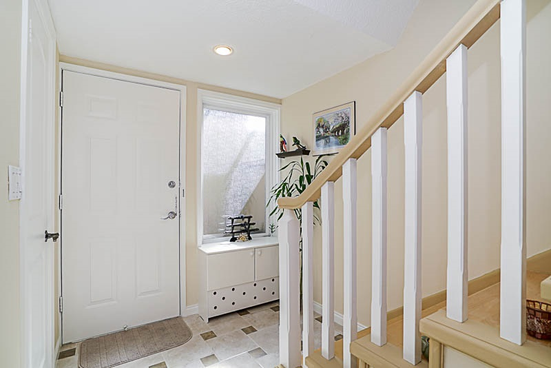 Townhouse at 825 WESTVIEW CRESCENT, North Vancouver, British Columbia. Image 4