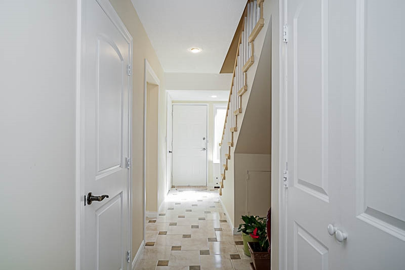 Townhouse at 825 WESTVIEW CRESCENT, North Vancouver, British Columbia. Image 5