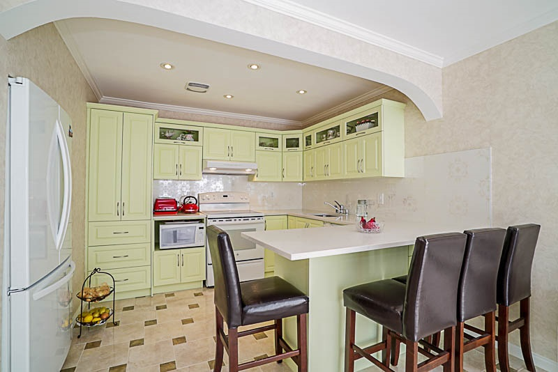 Townhouse at 825 WESTVIEW CRESCENT, North Vancouver, British Columbia. Image 8