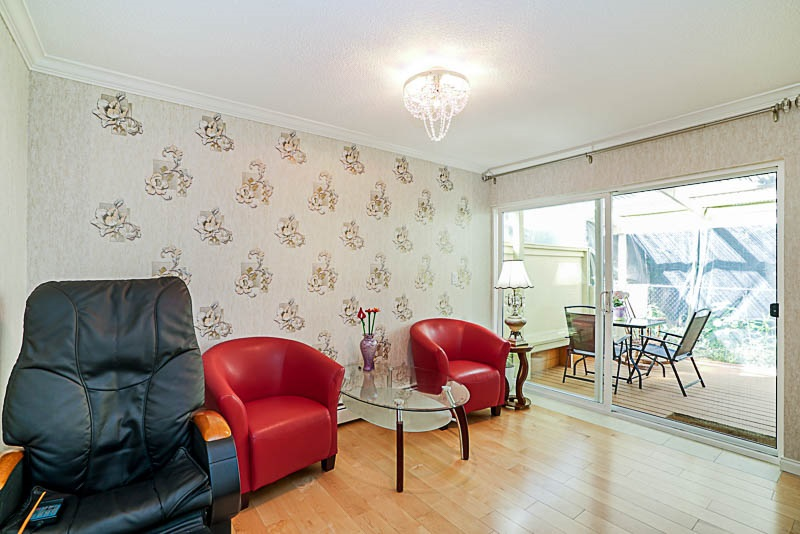 Townhouse at 825 WESTVIEW CRESCENT, North Vancouver, British Columbia. Image 12