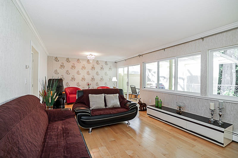 Townhouse at 825 WESTVIEW CRESCENT, North Vancouver, British Columbia. Image 15