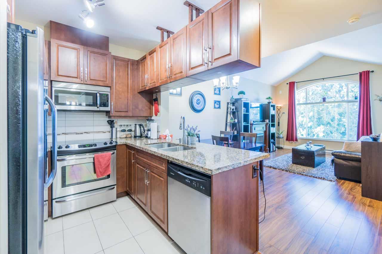 Condo Apartment at 404 12525 190A STREET, Unit 404, Pitt Meadows, British Columbia. Image 2