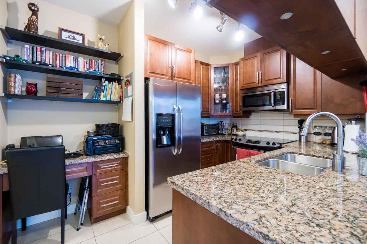 Condo Apartment at 404 12525 190A STREET, Unit 404, Pitt Meadows, British Columbia. Image 4