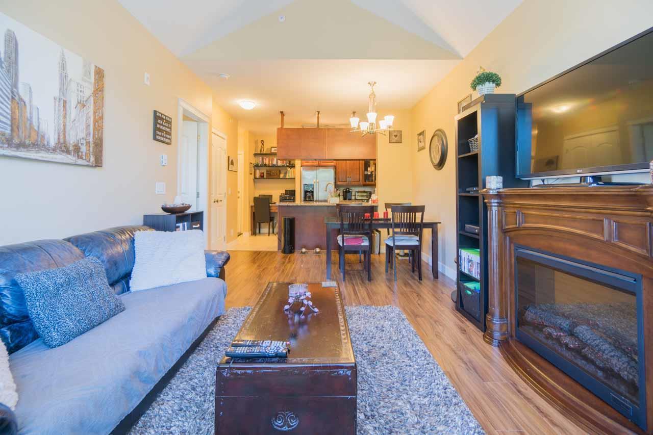 Condo Apartment at 404 12525 190A STREET, Unit 404, Pitt Meadows, British Columbia. Image 9