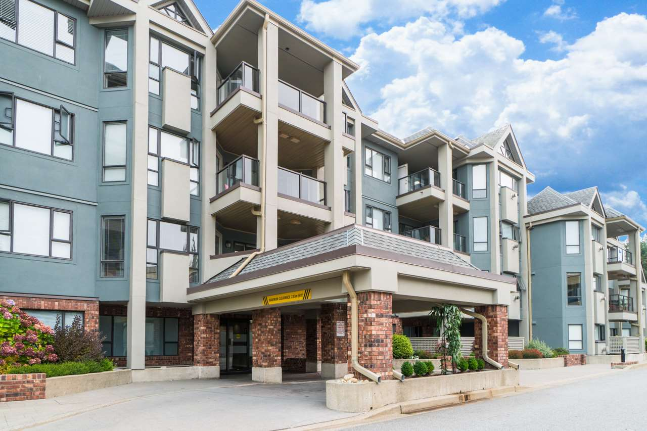 Condo Apartment at 208 15241 18 AVENUE, Unit 208, South Surrey White Rock, British Columbia. Image 2