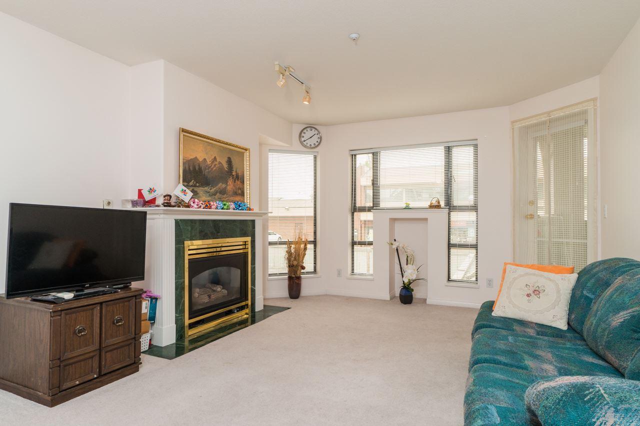 Condo Apartment at 208 15241 18 AVENUE, Unit 208, South Surrey White Rock, British Columbia. Image 3