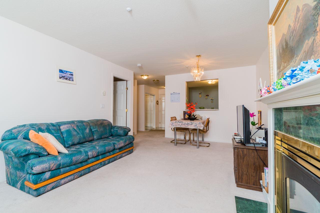 Condo Apartment at 208 15241 18 AVENUE, Unit 208, South Surrey White Rock, British Columbia. Image 4