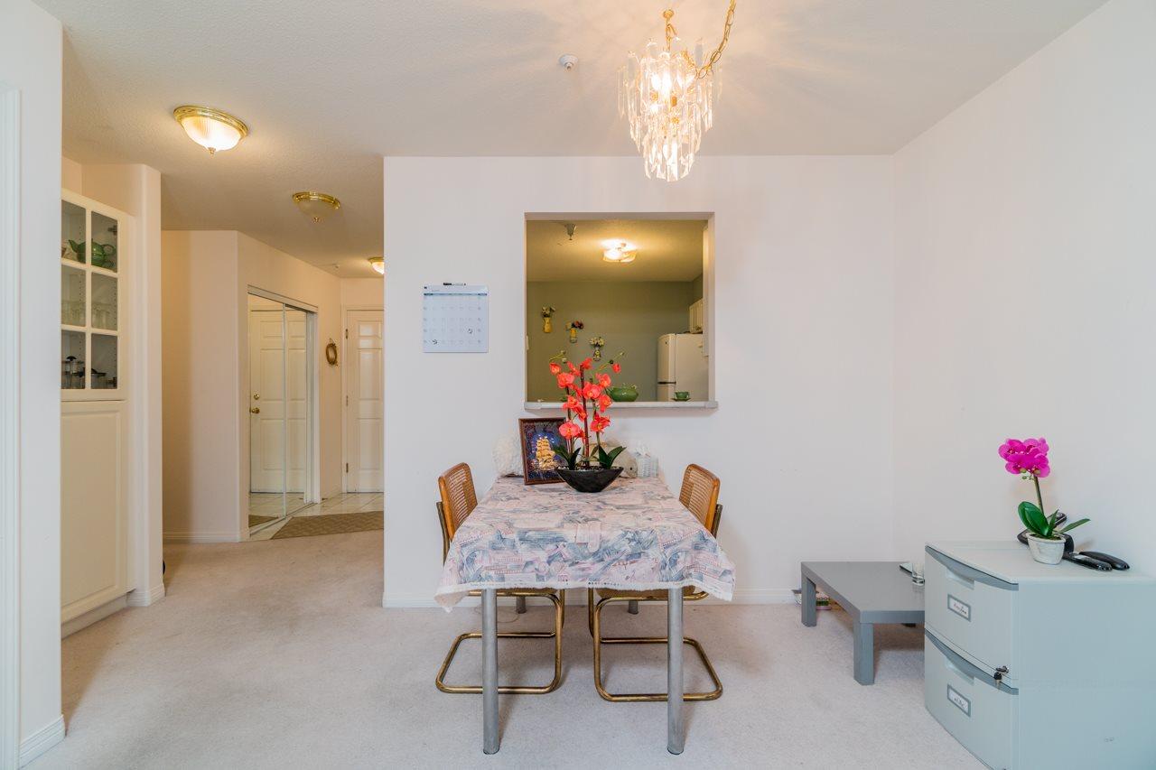 Condo Apartment at 208 15241 18 AVENUE, Unit 208, South Surrey White Rock, British Columbia. Image 5
