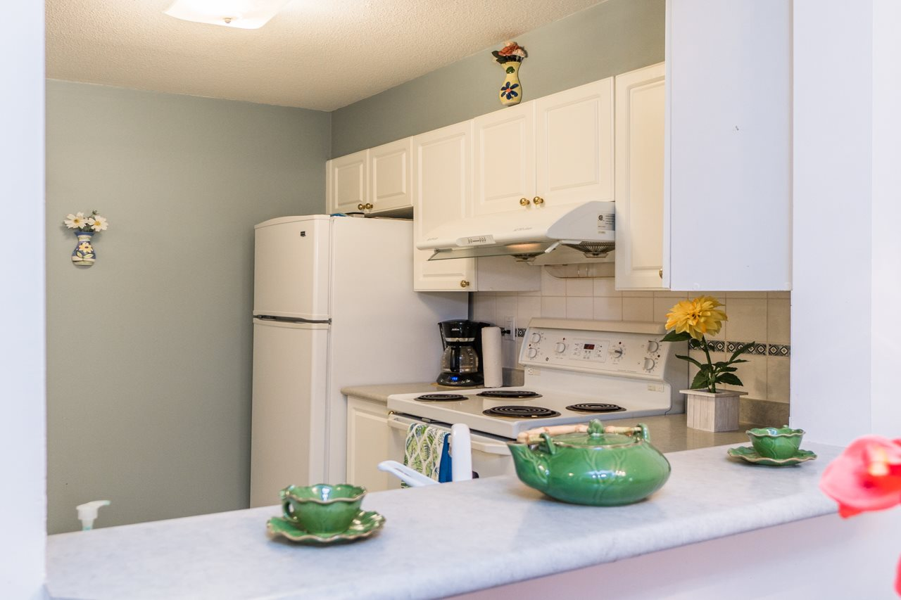 Condo Apartment at 208 15241 18 AVENUE, Unit 208, South Surrey White Rock, British Columbia. Image 8