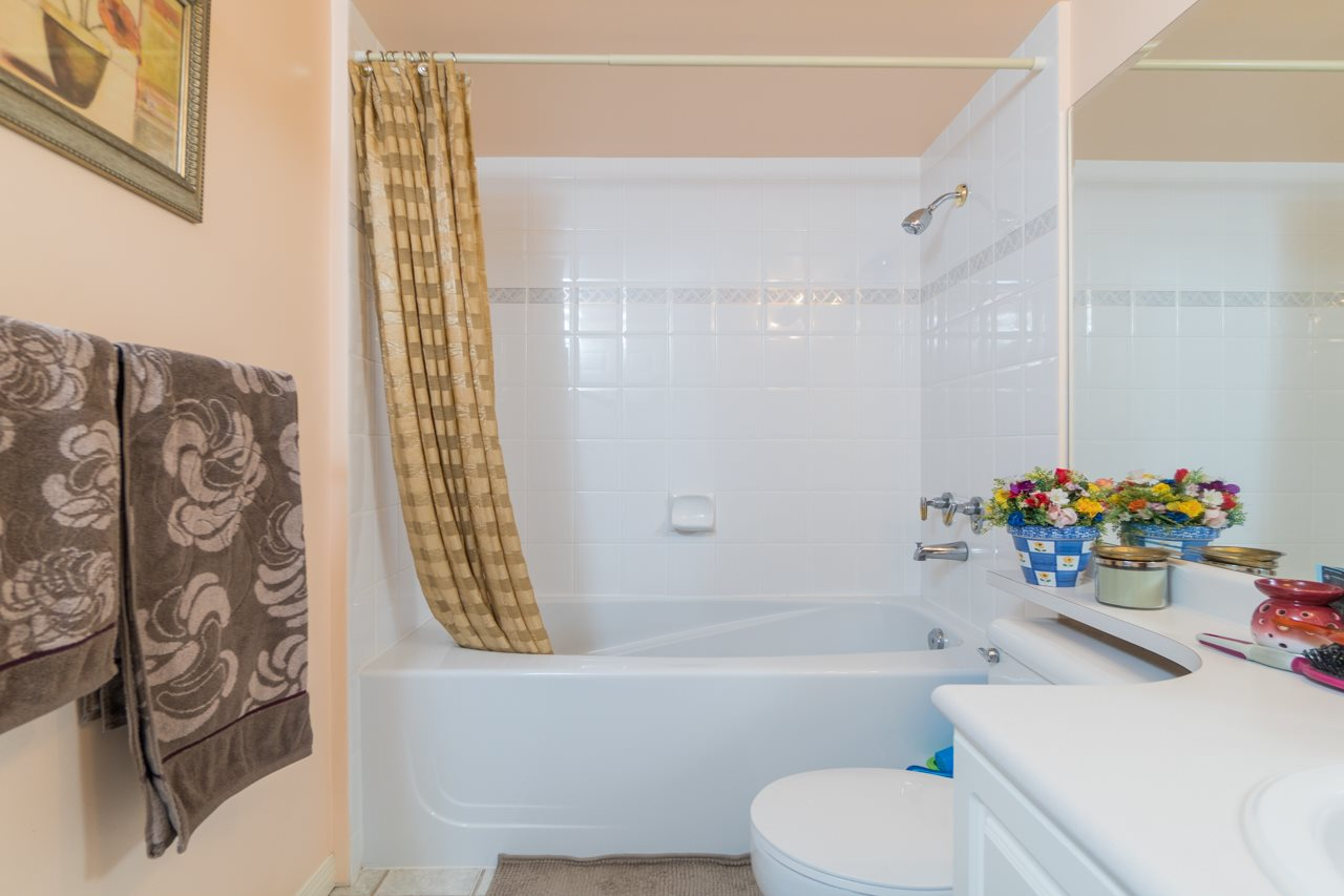 Condo Apartment at 208 15241 18 AVENUE, Unit 208, South Surrey White Rock, British Columbia. Image 12