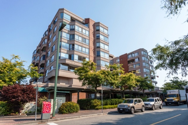 Condo Apartment at 509 15111 RUSSELL AVENUE, Unit 509, South Surrey White Rock, British Columbia. Image 1
