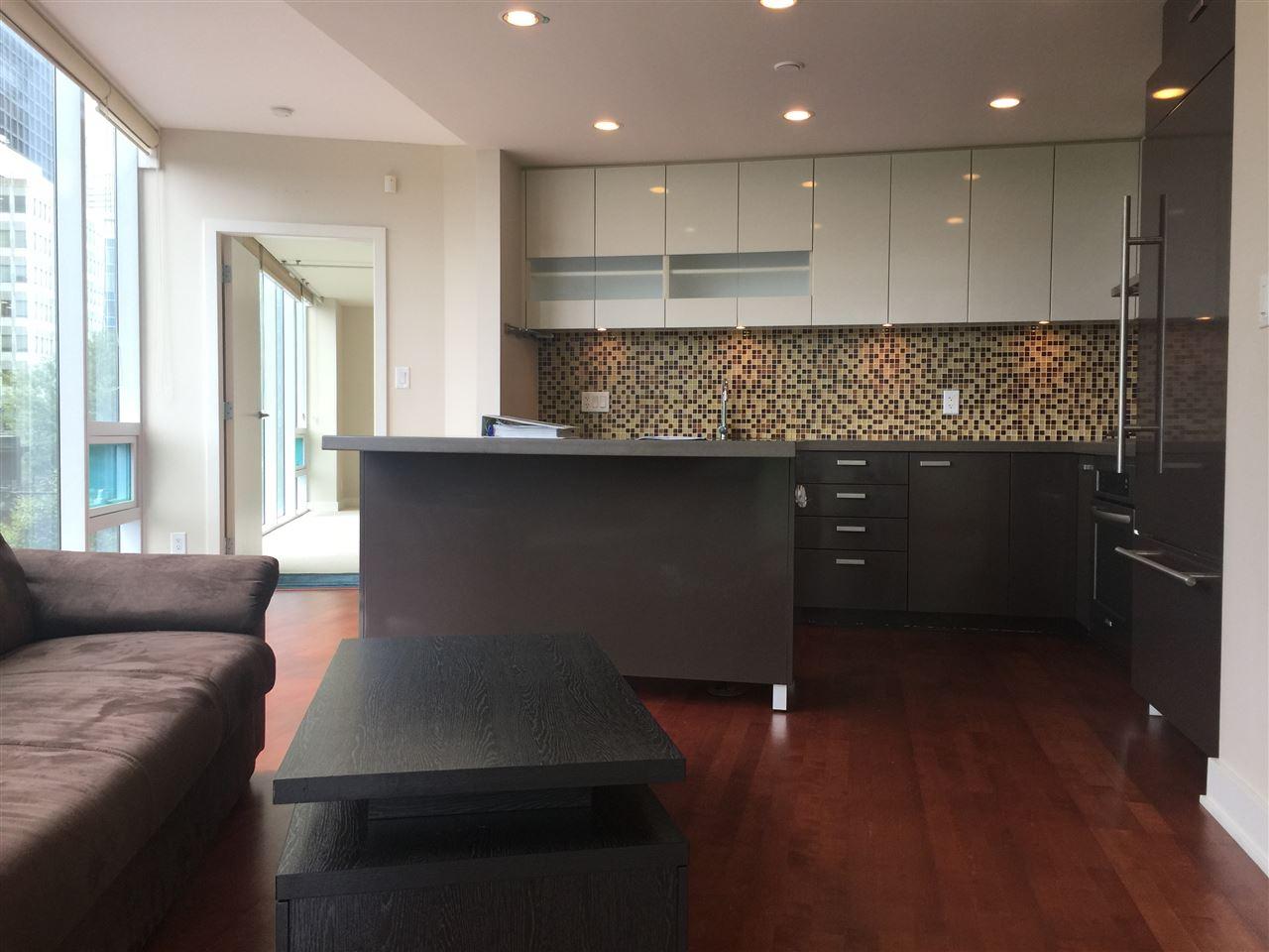 Condo Apartment at 301 1277 MELVILLE STREET, Unit 301, Vancouver West, British Columbia. Image 2