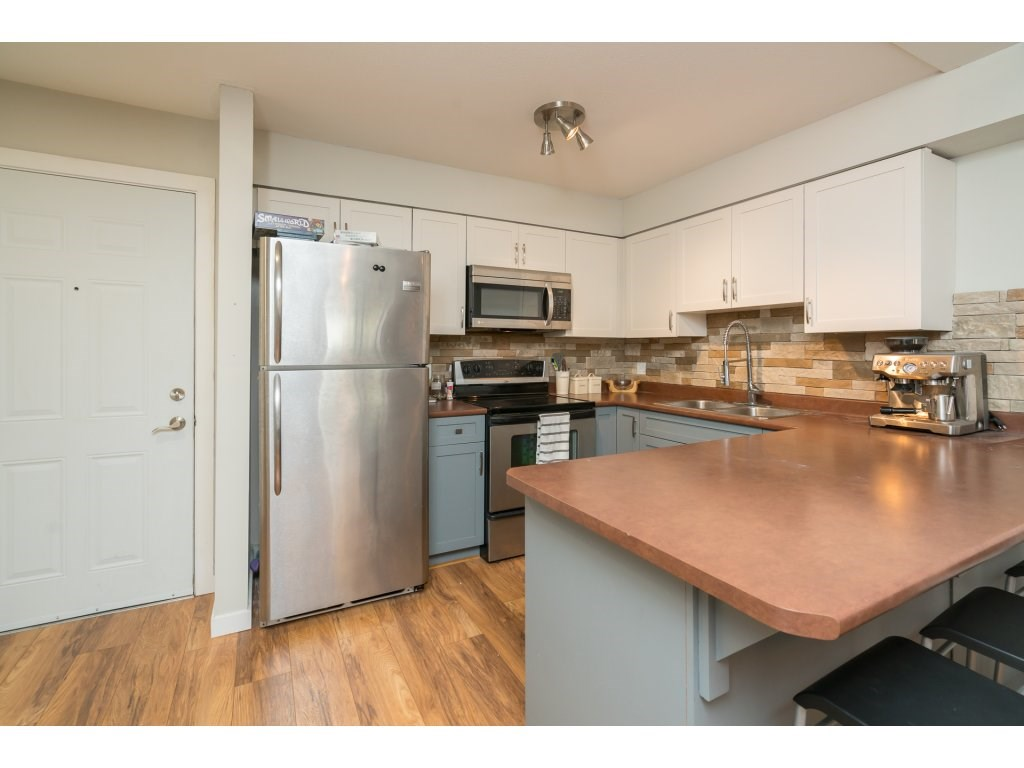 Condo Apartment at 317 33960 OLD YALE ROAD, Unit 317, Abbotsford, British Columbia. Image 3