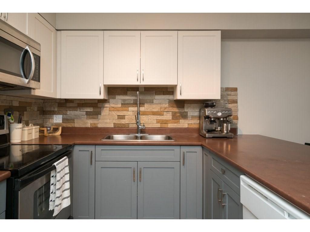 Condo Apartment at 317 33960 OLD YALE ROAD, Unit 317, Abbotsford, British Columbia. Image 4