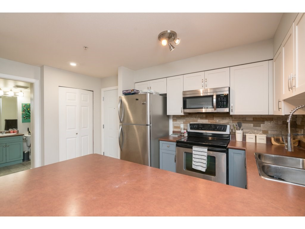Condo Apartment at 317 33960 OLD YALE ROAD, Unit 317, Abbotsford, British Columbia. Image 5