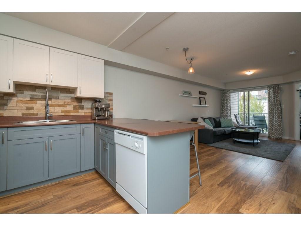 Condo Apartment at 317 33960 OLD YALE ROAD, Unit 317, Abbotsford, British Columbia. Image 6