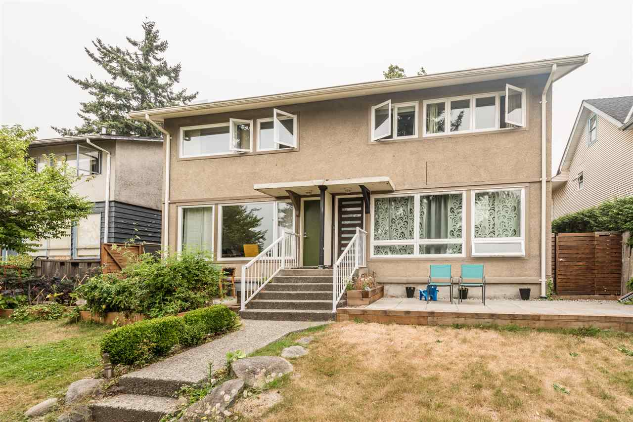 Half-duplex at 458 E 1ST STREET, North Vancouver, British Columbia. Image 5