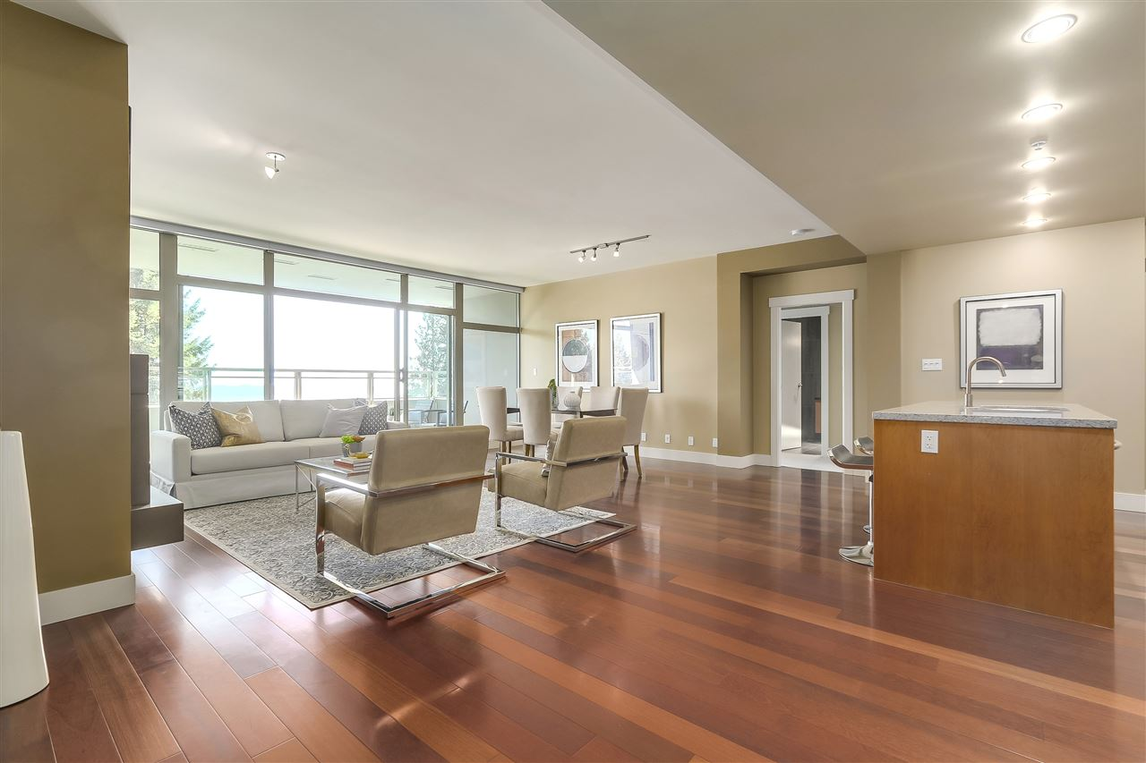 Condo Apartment at 402 3335 CYPRESS PLACE, Unit 402, West Vancouver, British Columbia. Image 2