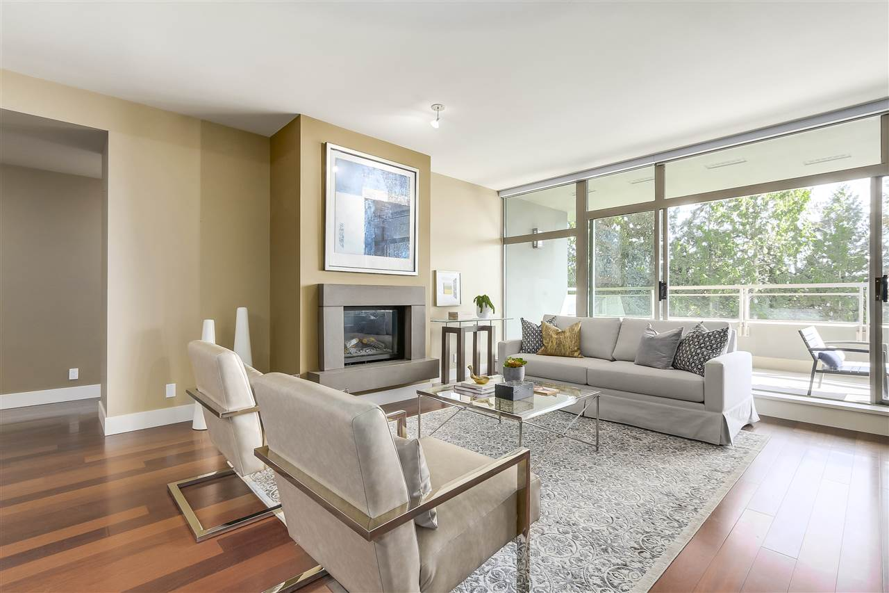 Condo Apartment at 402 3335 CYPRESS PLACE, Unit 402, West Vancouver, British Columbia. Image 3