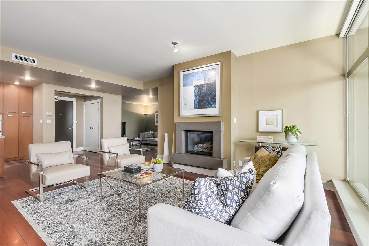 Condo Apartment at 402 3335 CYPRESS PLACE, Unit 402, West Vancouver, British Columbia. Image 4