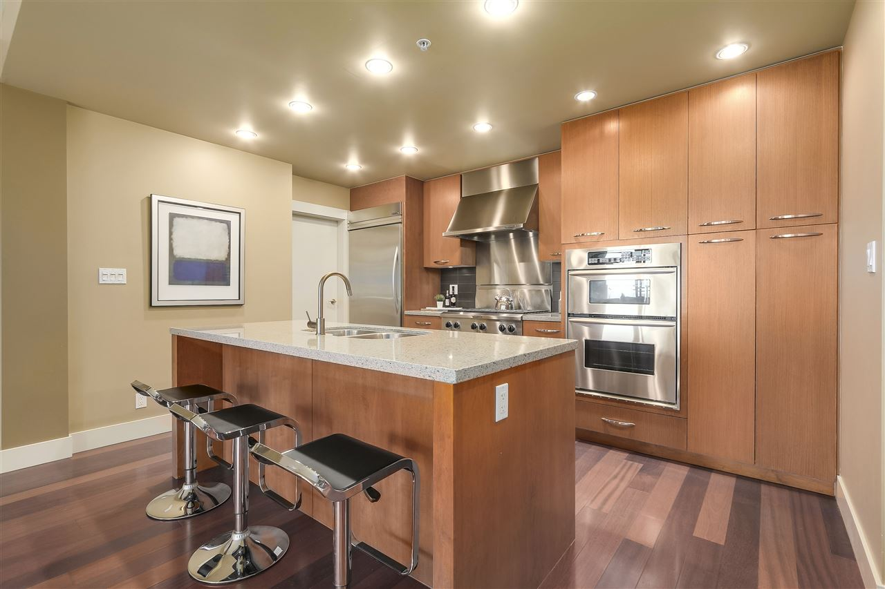 Condo Apartment at 402 3335 CYPRESS PLACE, Unit 402, West Vancouver, British Columbia. Image 7