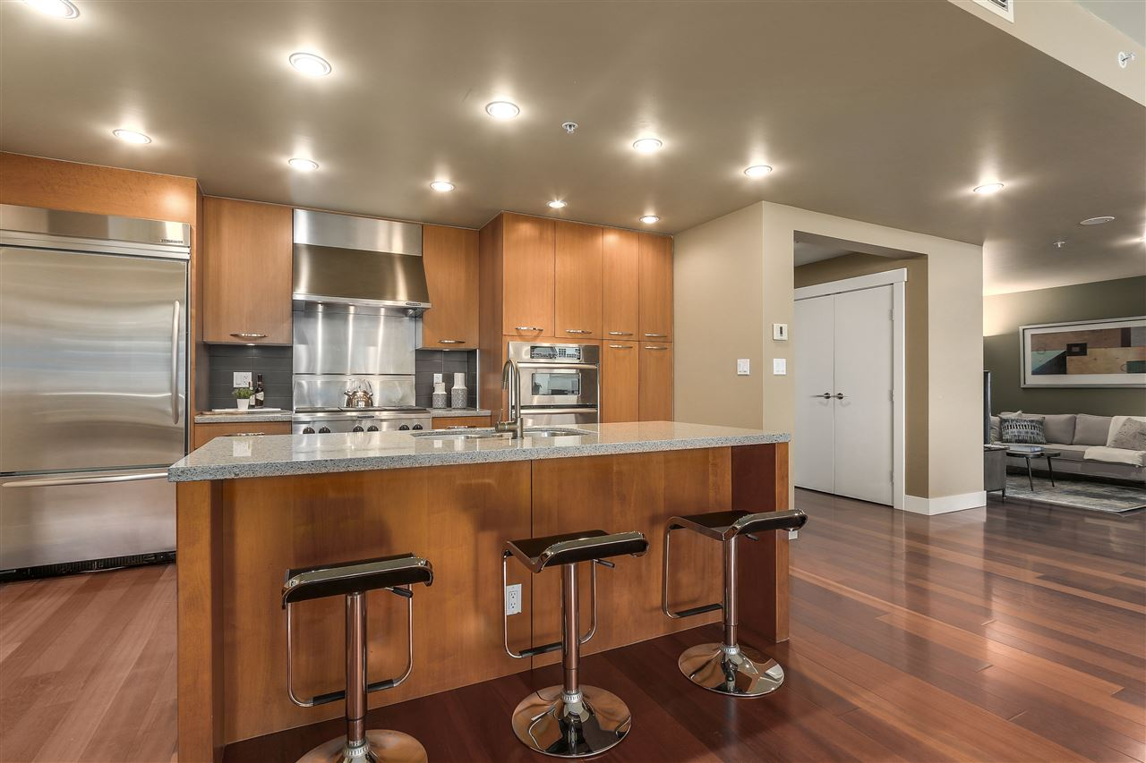 Condo Apartment at 402 3335 CYPRESS PLACE, Unit 402, West Vancouver, British Columbia. Image 8