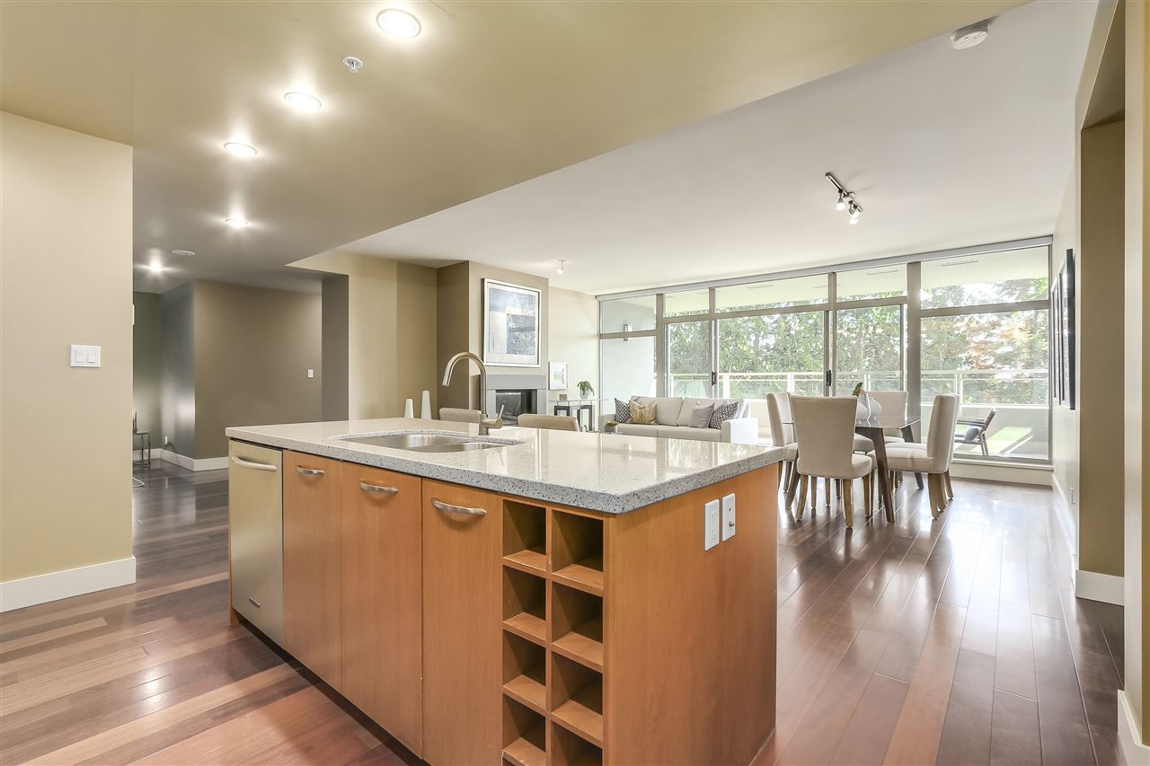 Condo Apartment at 402 3335 CYPRESS PLACE, Unit 402, West Vancouver, British Columbia. Image 9