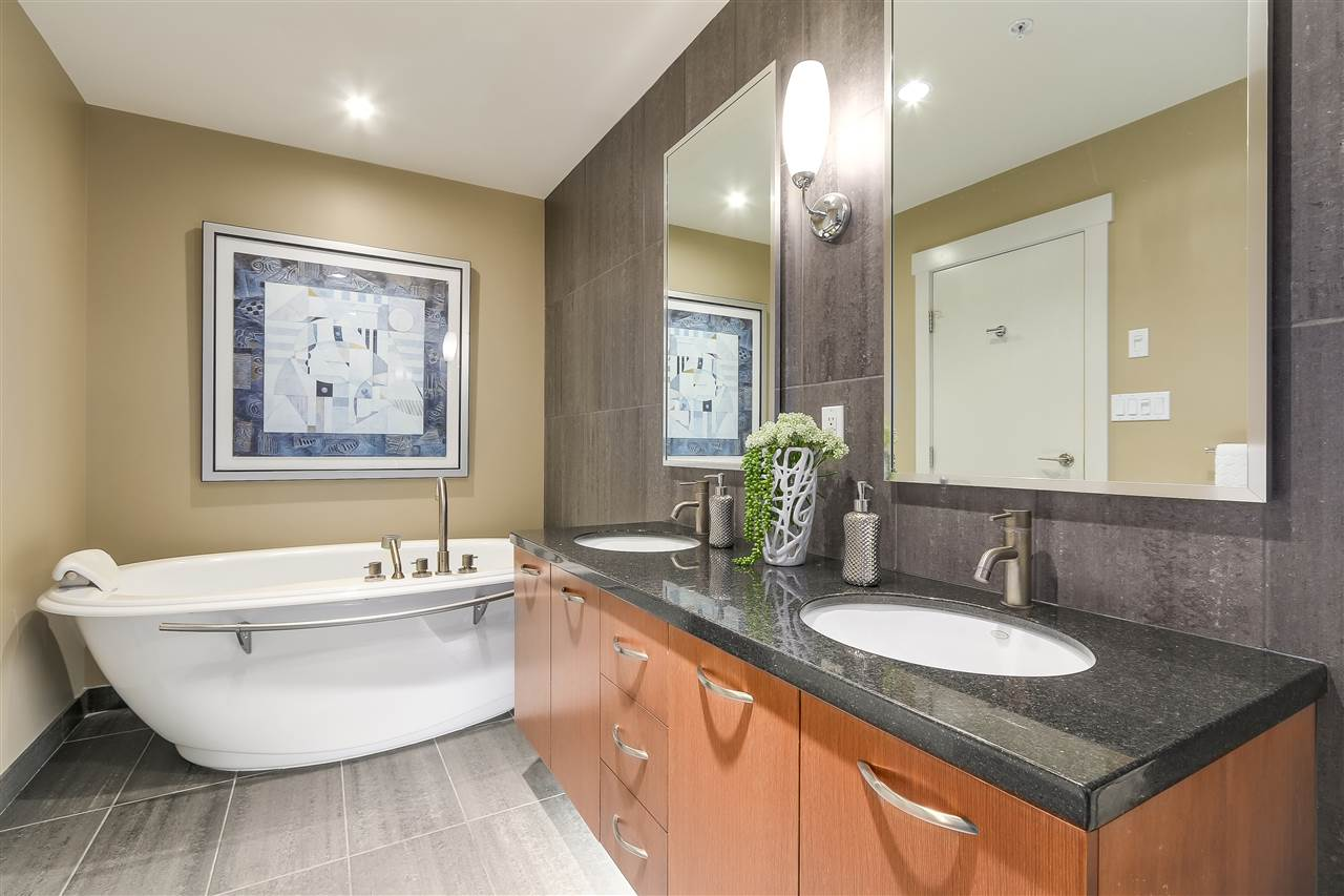 Condo Apartment at 402 3335 CYPRESS PLACE, Unit 402, West Vancouver, British Columbia. Image 12