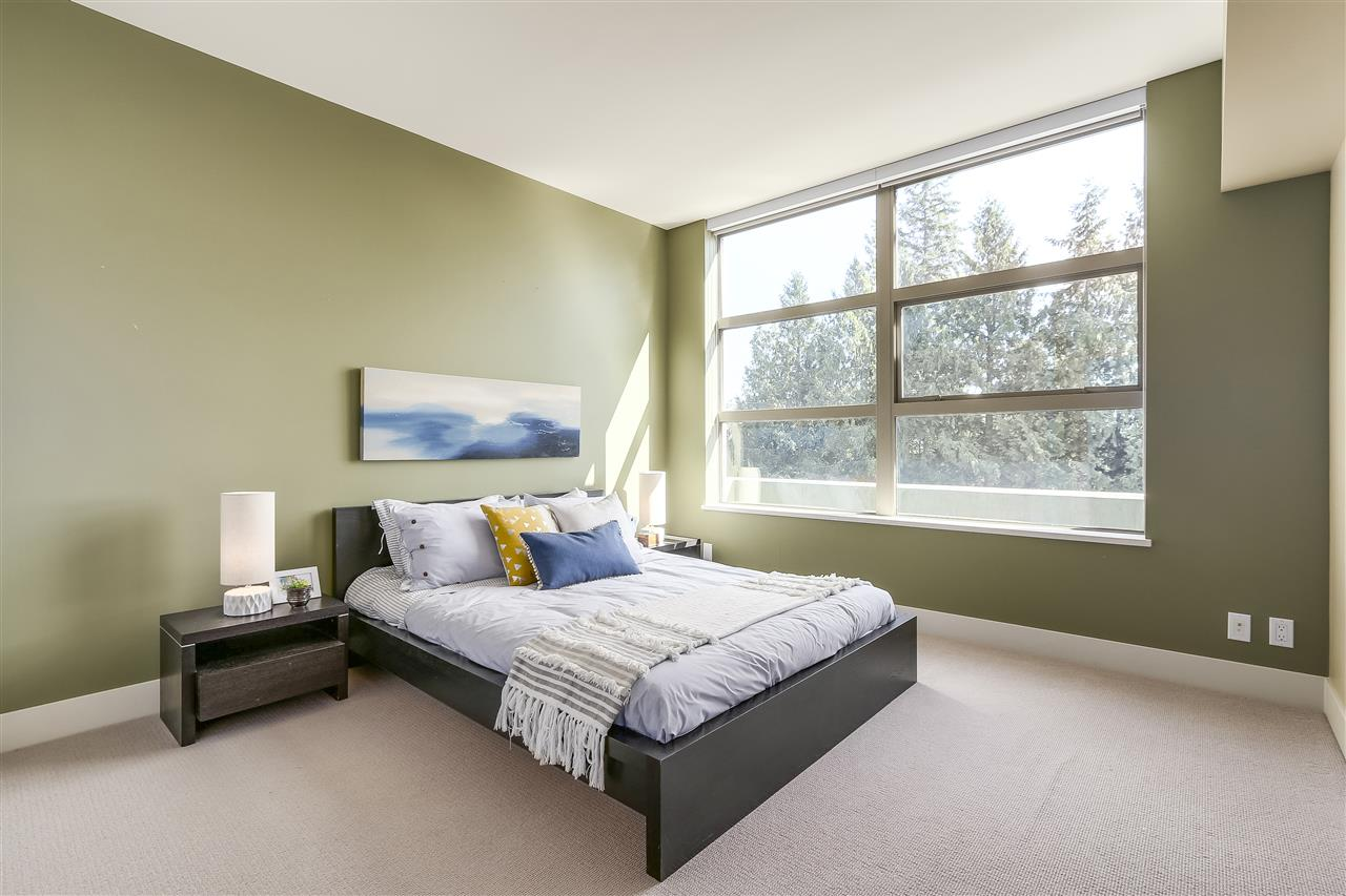 Condo Apartment at 402 3335 CYPRESS PLACE, Unit 402, West Vancouver, British Columbia. Image 13