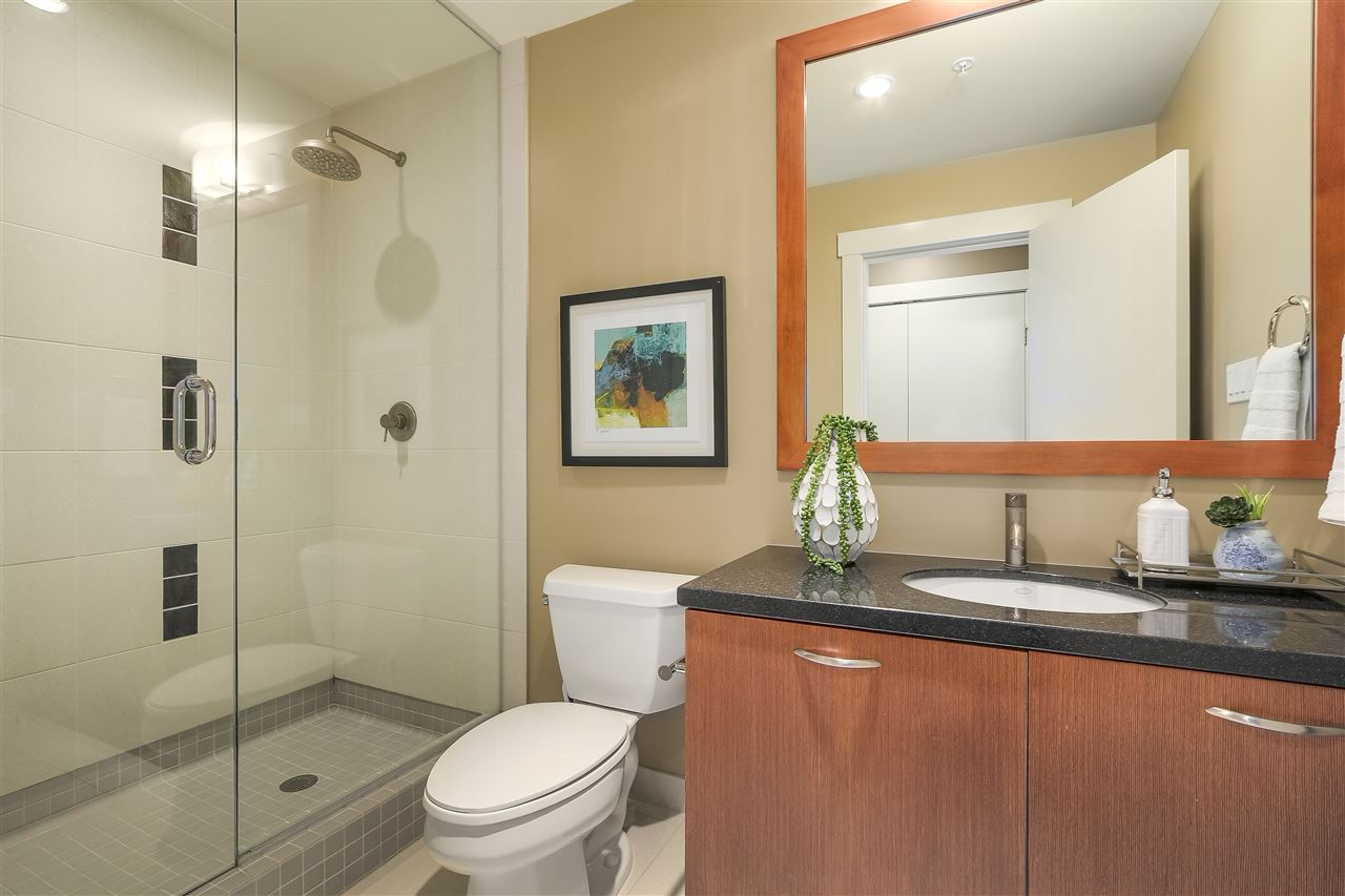 Condo Apartment at 402 3335 CYPRESS PLACE, Unit 402, West Vancouver, British Columbia. Image 14