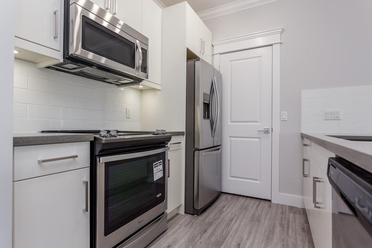 Condo Apartment at 406 2229 ATKINS AVENUE, Unit 406, Port Coquitlam, British Columbia. Image 4