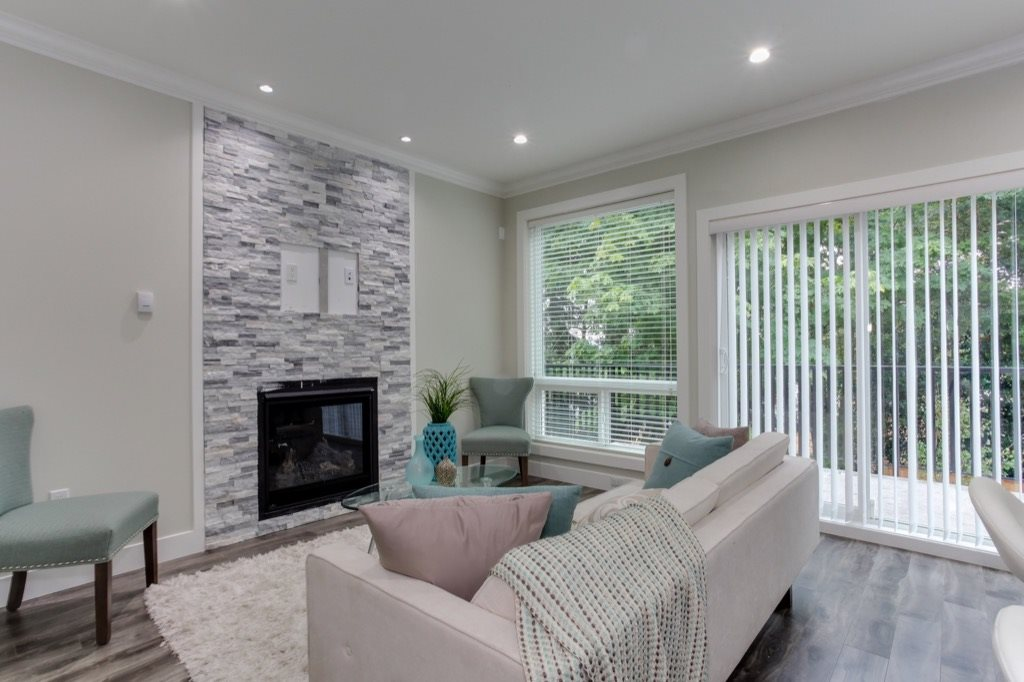 Half-duplex at 526 FOURTEENTH STREET, New Westminster, British Columbia. Image 2
