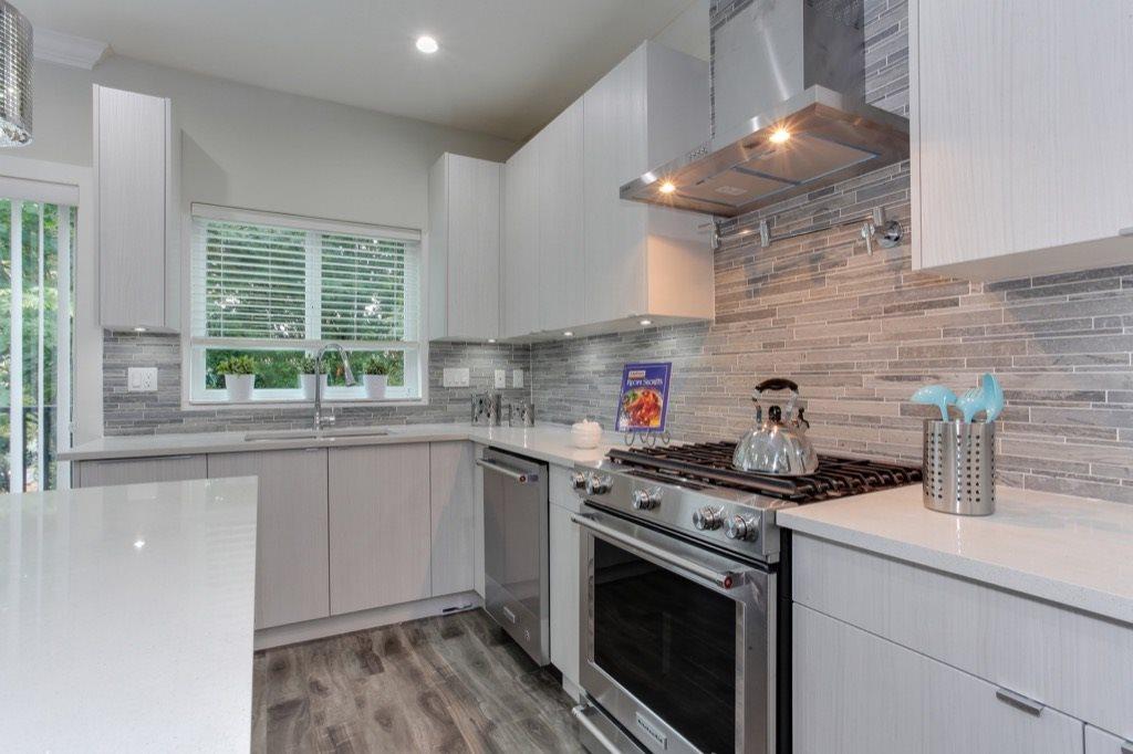 Half-duplex at 526 FOURTEENTH STREET, New Westminster, British Columbia. Image 6