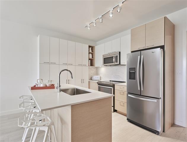 Condo Apartment at 605 13963 105A AVENUE, Unit 605, North Surrey, British Columbia. Image 4