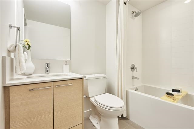 Condo Apartment at 605 13963 105A AVENUE, Unit 605, North Surrey, British Columbia. Image 5