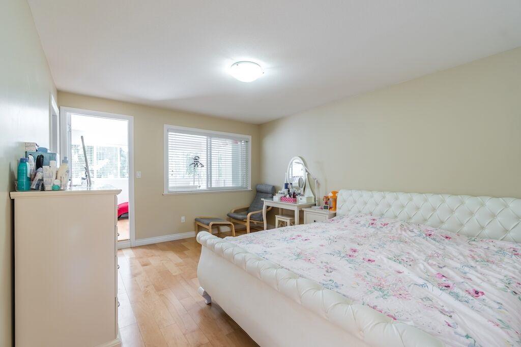 Half-duplex at 7645 ELWELL STREET, Burnaby South, British Columbia. Image 13