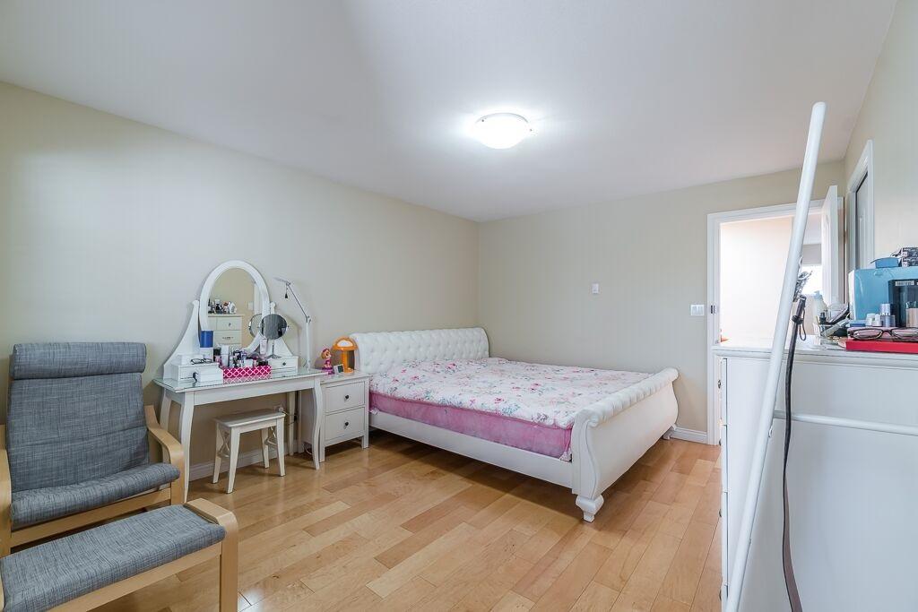 Half-duplex at 7645 ELWELL STREET, Burnaby South, British Columbia. Image 16